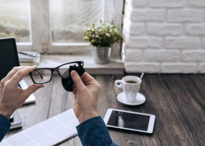 Intretinere si curatare: cum sa cresti durata de viata a ochelarilor tai?