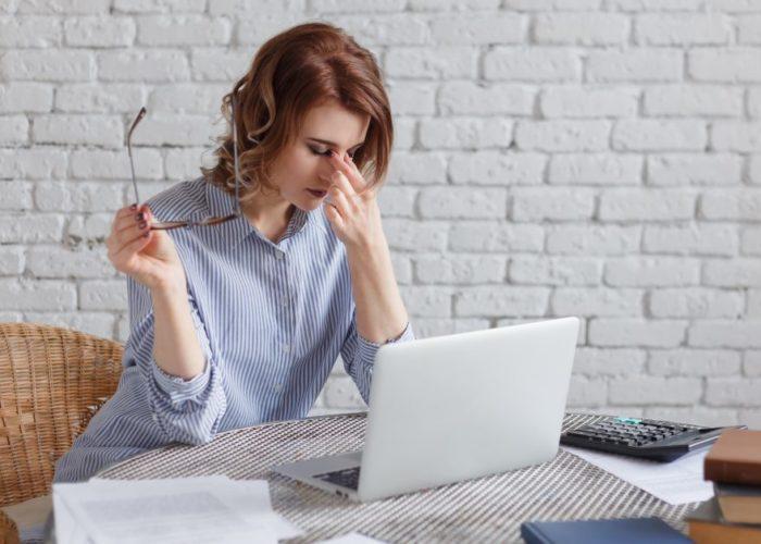 Sindromul de ochi uscat: cea mai intalnita afectiune a ochiului | 4 sfaturi pentru evitarea acesteia